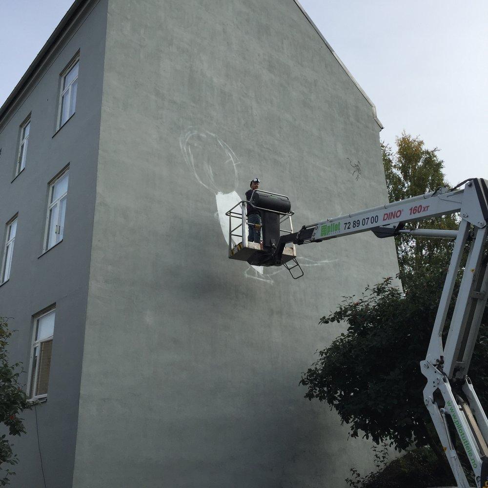Trekker opp linjene før jeg maler på ordentlig. foto © Caroline Vinje Gerhardsen