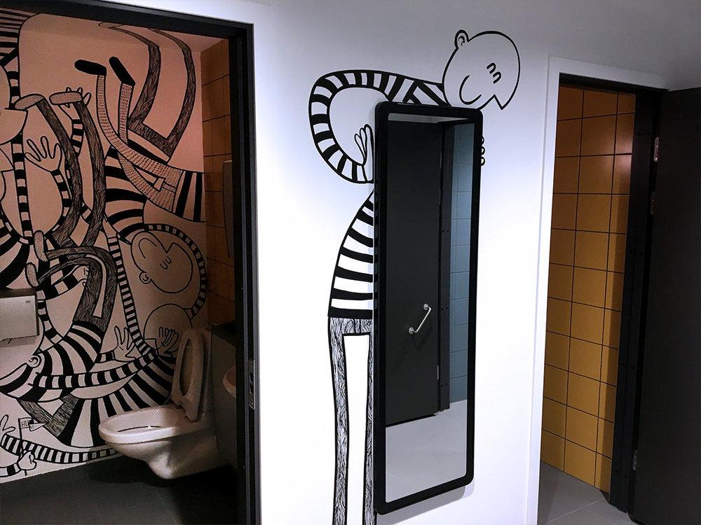Tre toaletter og et fellesrom som binder de sammen.