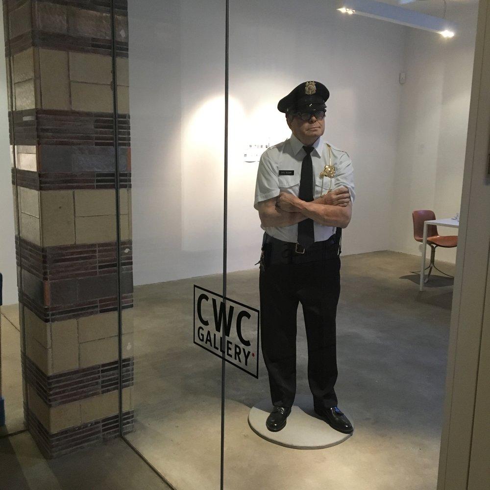 CWC var stengt. Men det gjorde ikke så mye. Dørvakta alene var verdt trappetrinnene opp dit.