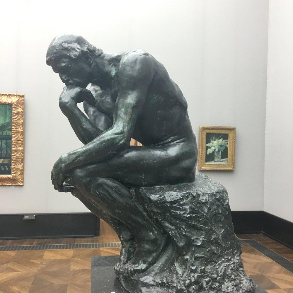 Rodin har en variant av denne på gravsteinen sin også.