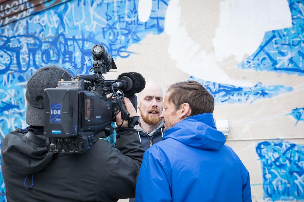 NRK filmet deler av prosessen og slo av en liten prat. Jeg håper ikke dette blikket jeg gir journalist Jøte Toftaker ble med på reportasjen.