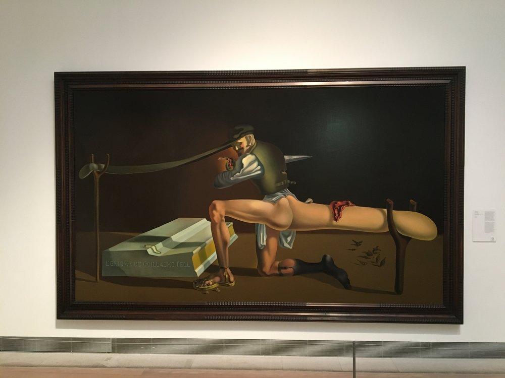 """Willhelm Tell maleriet til Salvador Dali hang der også. Bare sånn, """"Ståle jeg er her jeg også, sånn btw"""". Jeg OMGiserte og ble 17 år igjen. Da jeg var 17 bodde jeg i en periode i Barcelona og malte. De to store innspirasjonekildene mine i den perioden var Salvador og Pablo..."""