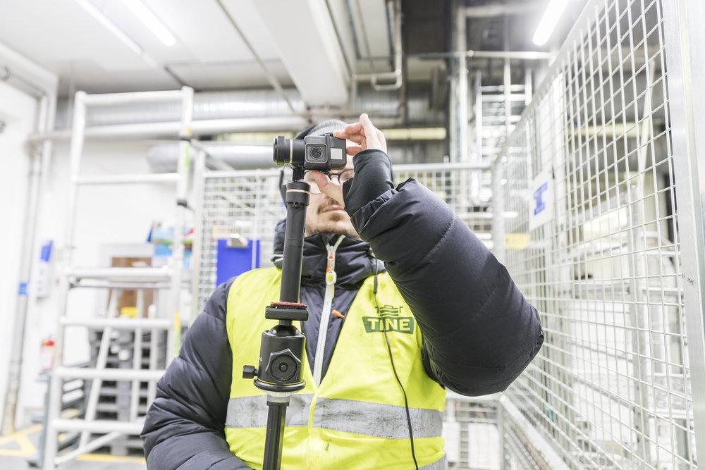 Sindre fra Gerhardsen&Karlsen filmer at Amanda fra samme firma tar bilde. Meta.