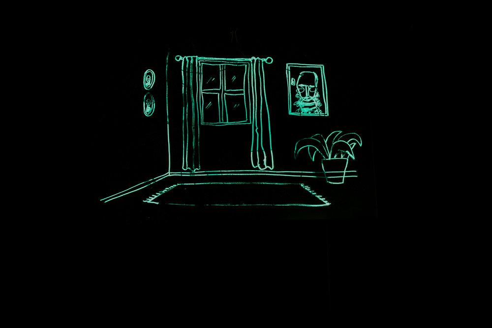 """""""Elefanten i rommet"""", 2018, trefarget silketrykk. 37,5x55 cm. Avbildet i mørket med lang lukkertid."""