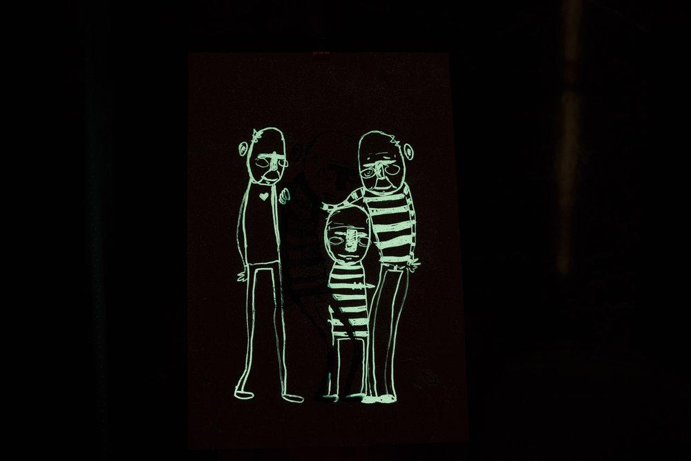 """""""Du er aldri helt alene"""", 2018, trefarget silketrykk. 55x37,5 cm. Avbildet i mørket."""
