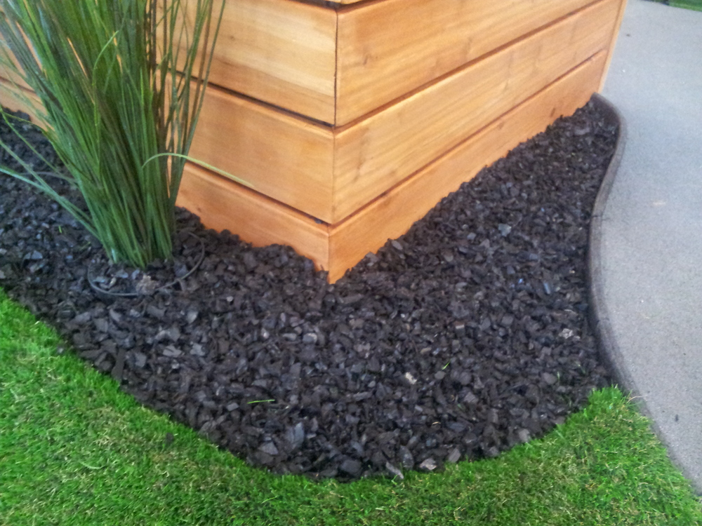 Black-Rubber-Mulch-2.jpg