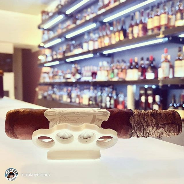 repost from @monkeycigars It is never too late for beauty from #Nashville #PrincipleCigars #einfachwegrauchen with @dalayzigarren #dalayzigarren #burnthestickorsuckthedick #dalayspirituosen #saarbrücken #cigarsociety #cigars #botl #sotl #cigarsofinstagram #zigarren #monkeycigars #zerschmetterling #AviatorSeries #Envoi #Booze #BrassKnuckles
