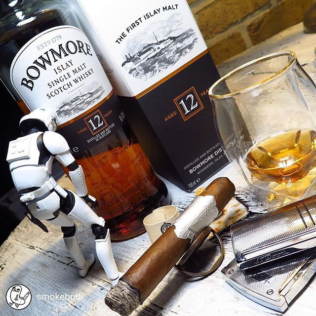 repost from @smokebutt Monday Mood... if you ever get your hands on @principlecigars , try it! Thank you Darren for your time and the gifts 🙌🏻 @kleinlagel_zigarren . . . #zigarre #principlecigars #enjoylife #bowmore #mondaymood #islay #islaywhisky #buttcoin #cigarlife #cigarian #puro #시가 #smoke #smokebutt #stdupont #accessory #norlanglass #whisky #dram #habanos #cubancigar #stormtrooper #starwars #AviatorSeries #nofilter #Cigar #Cigars #雪茄 #цигара #葉巻