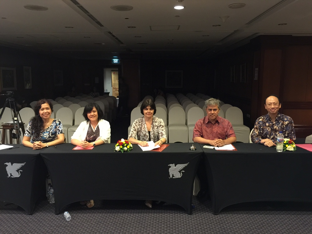 Jury members from left to right: Adelaide Simbolon (Indonesia), Ruth Wibisono (Indonesia), Anna Sleptsova (Australia), Iswargia Sudarno (Indonesia), Benjamin Loh (Singapore)