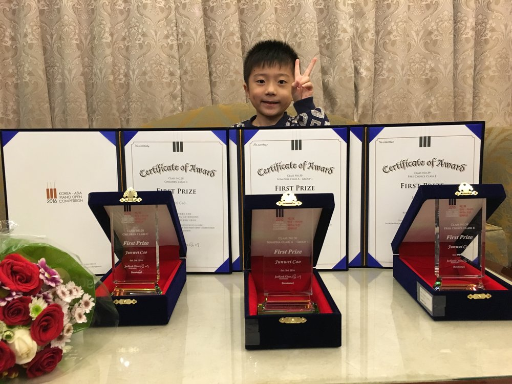 Cao Junwei's three first prizes