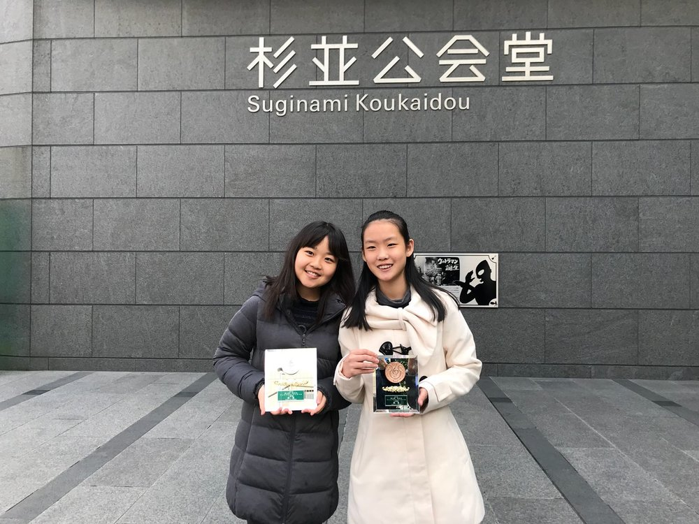 Prize winning students, Chihiro Kinumaki (left) and Vivian Li (right)