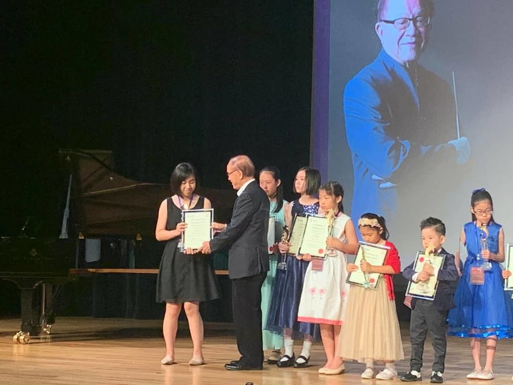 Far left:  Neda Lee receiving the Gold Prize (Open Category A)