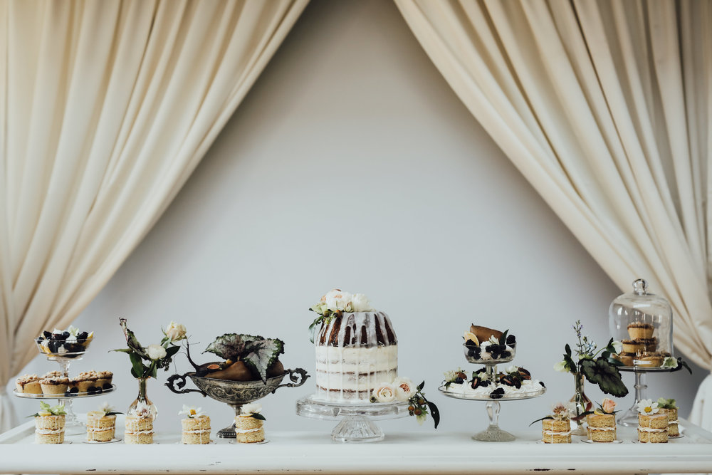 Photo by Rachel Photographs | Desserts by The Roundhouse Bakery | Flowers by The Wild Mother | Venue: Holloway House
