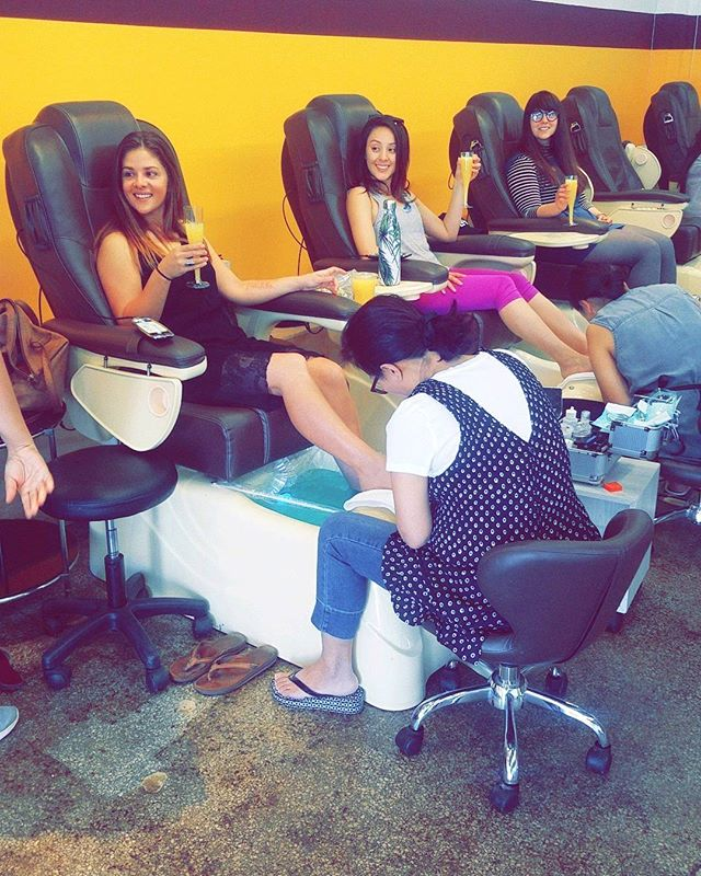 Host your next girls day/bachelorette party at Tip to Toe #nails #spa #tiptotoe #losangeles #LA #girlsday #bacheloretteparty #ladies #usc #tradetech #mountstmarys