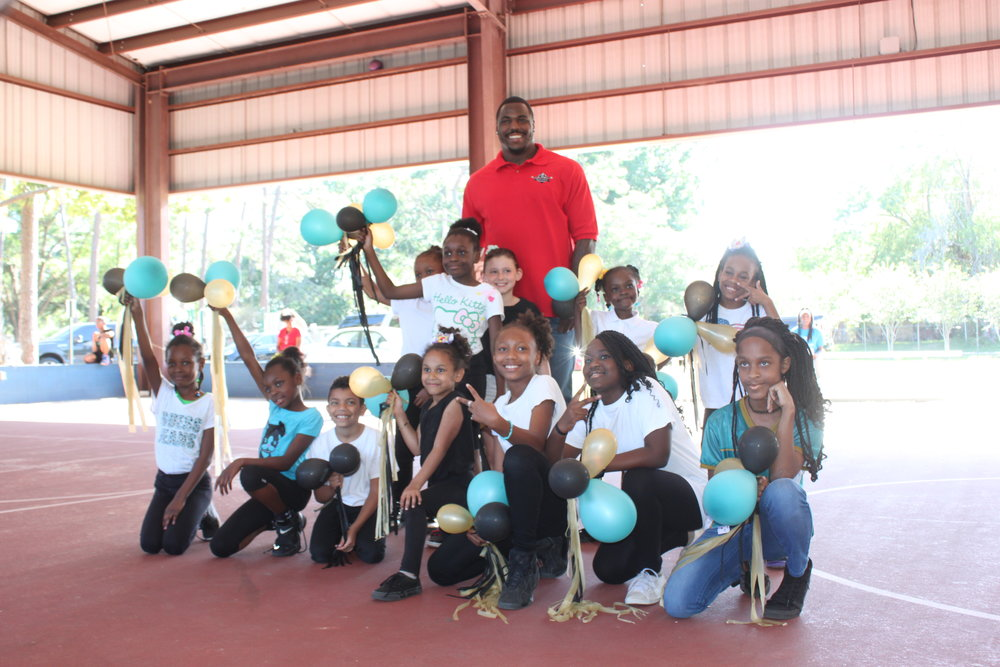 2017: Malik Jackson, DT of Jacksonville Jaguars Visits Woodland Acres Boys & Girls Club