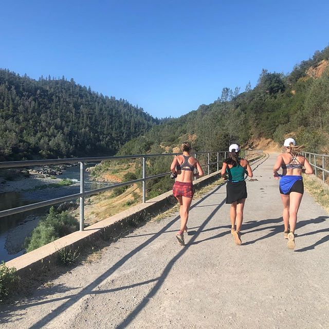 11 trail miles with some @runarete_sacramento teammates this morning 🌞 My legs felt super fatigued from strength training Thursday and a million cycling classes Friday but I got through these miles thanks to pretty views and good conversation. Happy Father's Day everybody! 🍻🍻🍻
