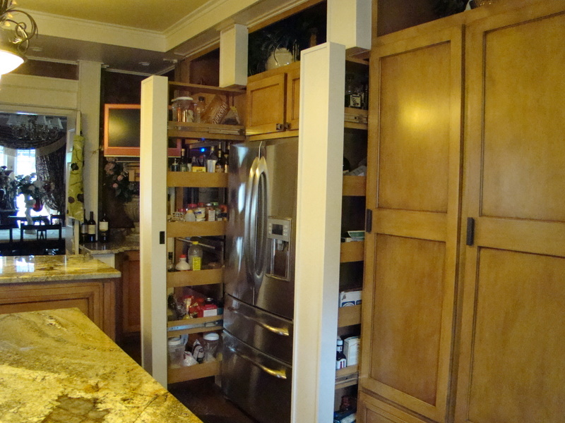Shaker Kitchen with Pantry Column Pull Outs