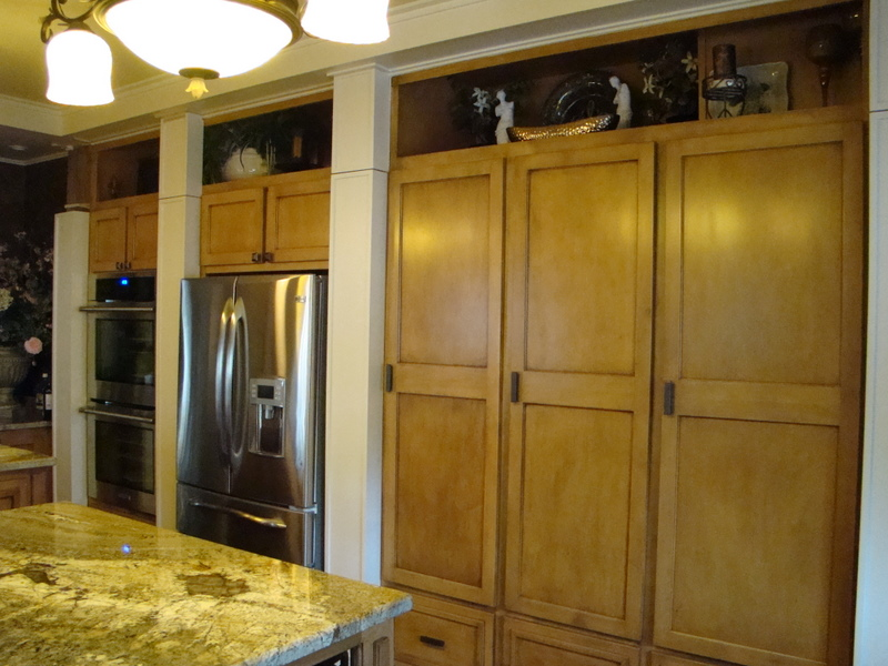 Pantry with Closed Columns