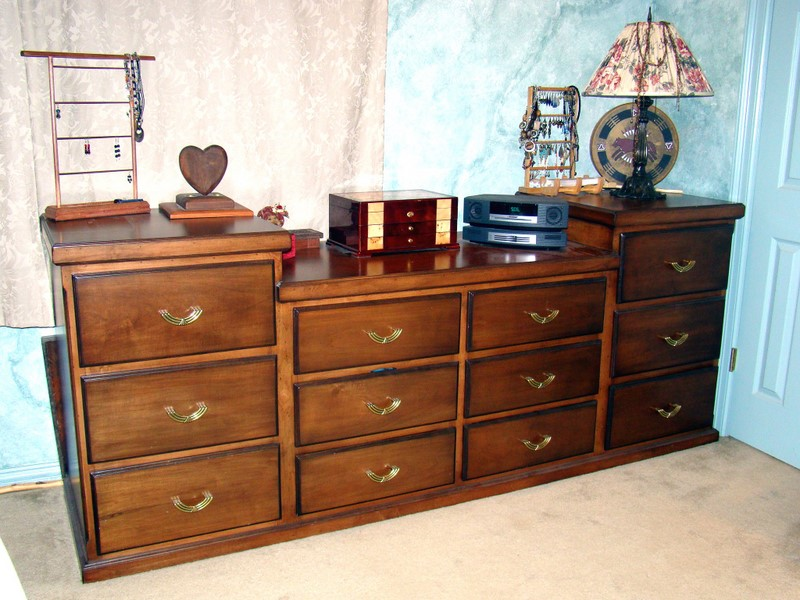 Traditional Stained Maple 12 Drawer Chest