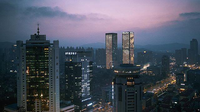Yantai, China 🇨🇳 . . . . #china #yantai #asia #sunset #sky #colours #fuji #xt3 #fujifilm #fujifilmxt3 #cities #nightlight #nightlife #ilike #likeit #pink #landscape #pinksky  fuji x 16mm f1.4