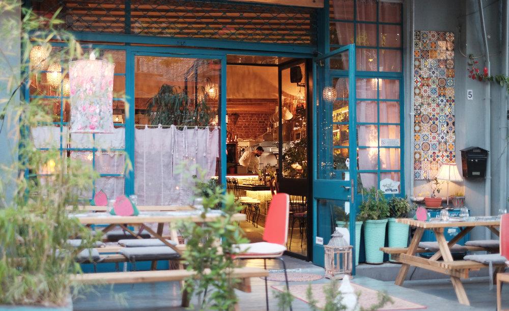 Akamatra Restaurant in Larissa