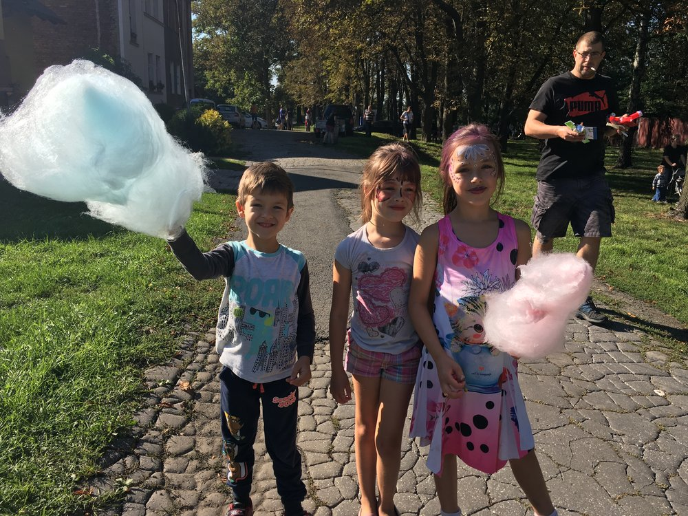 Sometimes we run into random things going on in the city. In this case we found cotton candy, face painting, and horse rides near our neighborhood.