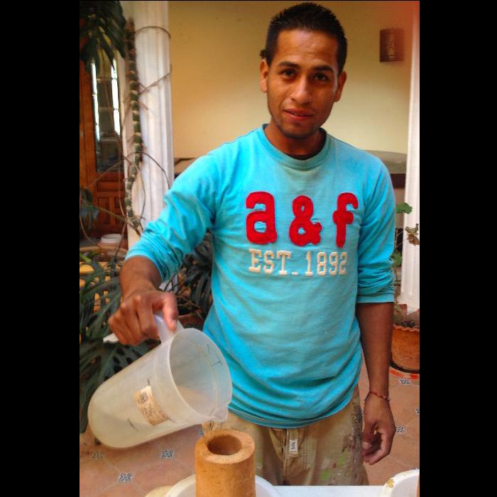Nico Vargas - Encargardo de produccion sistemas de filtros cerámicos para agua