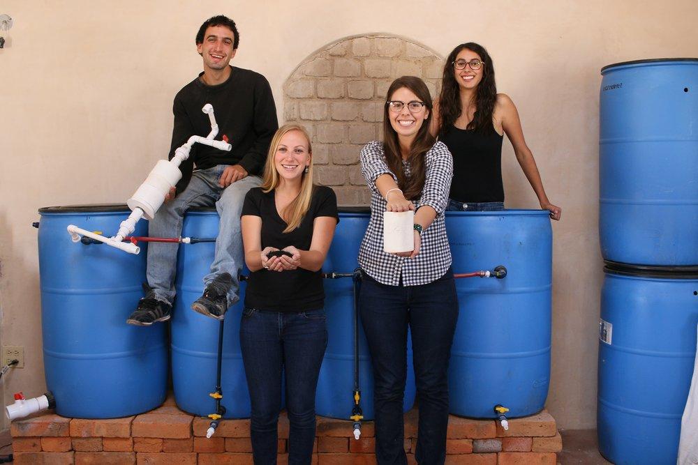Aaron Krupp (  Coordinador de Investigación y Desarrollo Tecnológico  ), Sarah Hartman, Fernanda Arce, Melissa Landman.