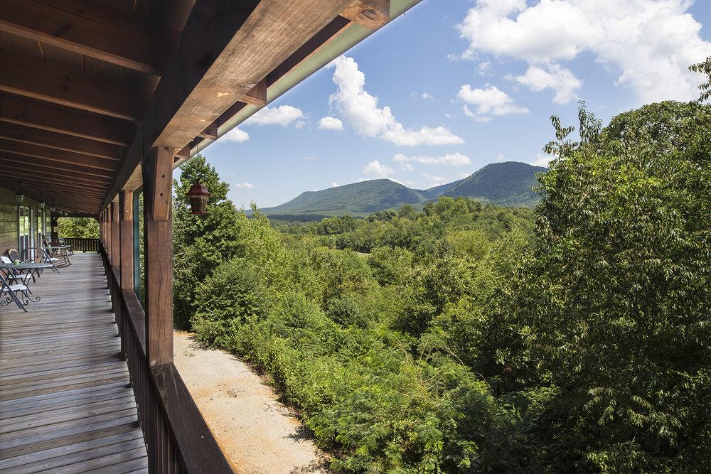 Black Bear Cove Lodge - Benton, TN