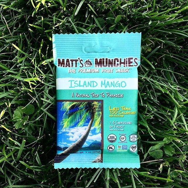 Have a tropical Friday 🌴@plantbasedwellnessnyc #mattsmunchies