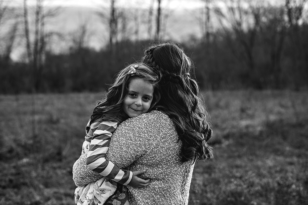 mother-daughter-portraits-black-and-white-lauren-grayson-family-photography-ohio-akron-canton-cleveland