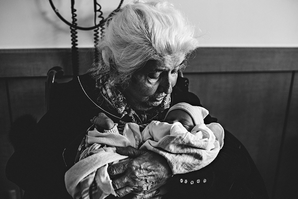 grandma-newborn-baby-photographer-lauren-grayson-fresh-48-birth-family-cleveland-ohio