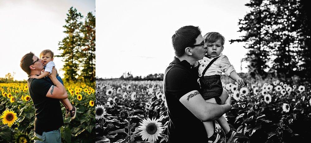 Schreiner-family-lauren-grayson-cleveland-photographer-sunflower-field-session_0011.jpg