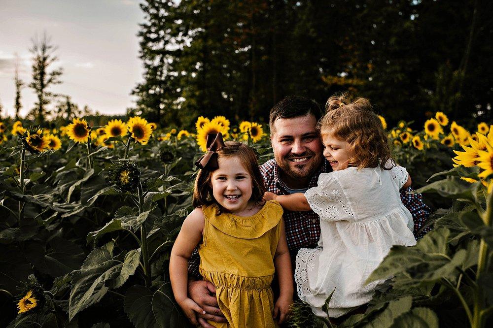 Rutherford-family-cleveland-photographer-lauren-grayson-sunflower-field-session_0021.jpg