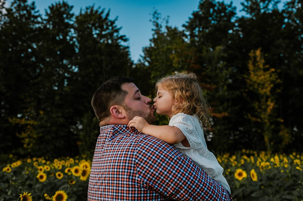 Rutherford-family-cleveland-photographer-lauren-grayson-sunflower-field-session_0025.jpg
