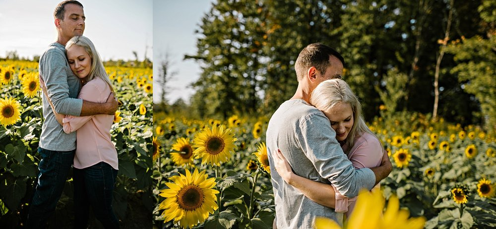Lori-and-mike-akron-ohio-photographer-lauren-grayson-sunflower-field-session_0009.jpg