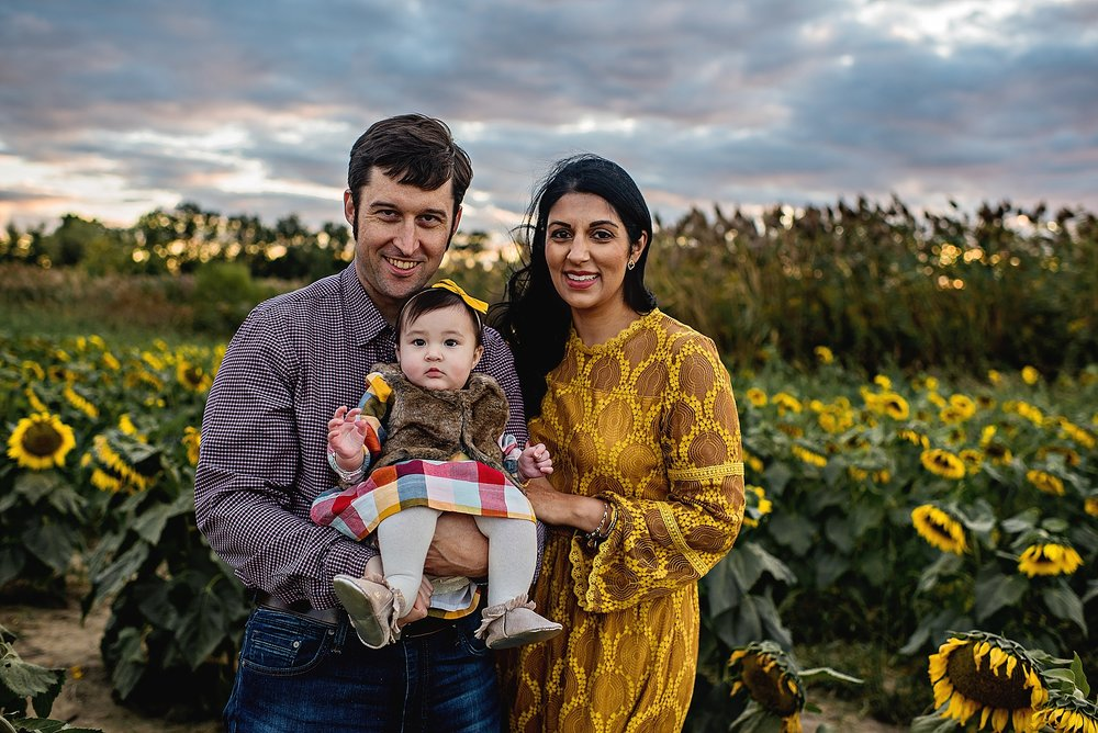 Turner-family-akron-ohio-photographer-lauren-grayson-sunflower-field-session_0014.jpg