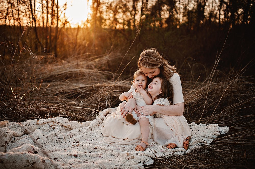 lauren-grayson-photography-portrait-artist-akron-cleveland-ohio-photographer-family-motherhood-fields-sunset-spring-photos_0240.jpg