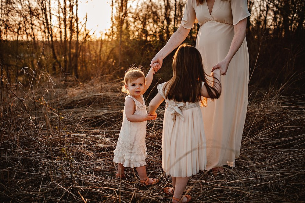 lauren-grayson-photography-portrait-artist-akron-cleveland-ohio-photographer-family-motherhood-fields-sunset-spring-photos_0235.jpg