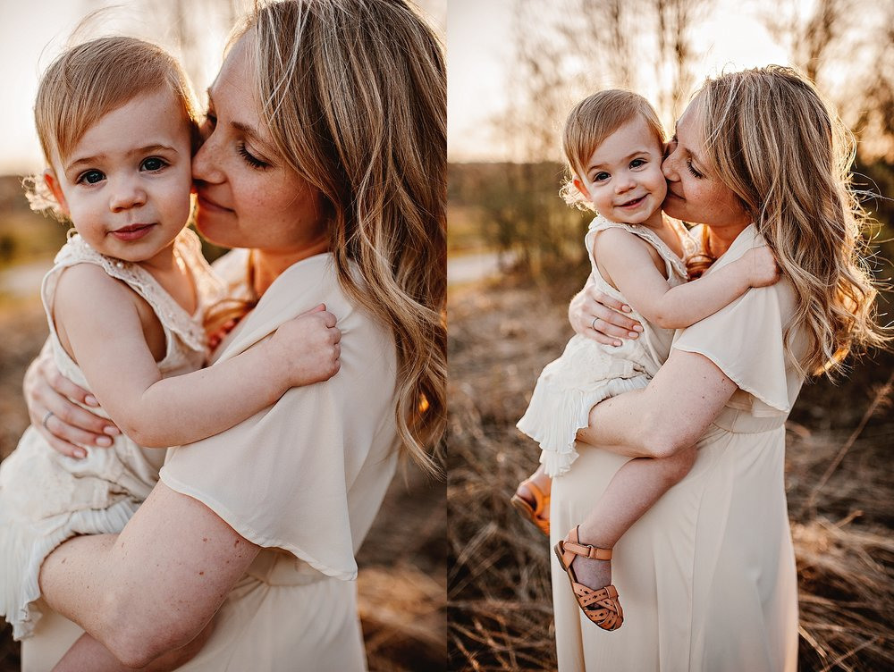 lauren-grayson-photography-portrait-artist-akron-cleveland-ohio-photographer-family-motherhood-fields-sunset-spring-photos_0232.jpg