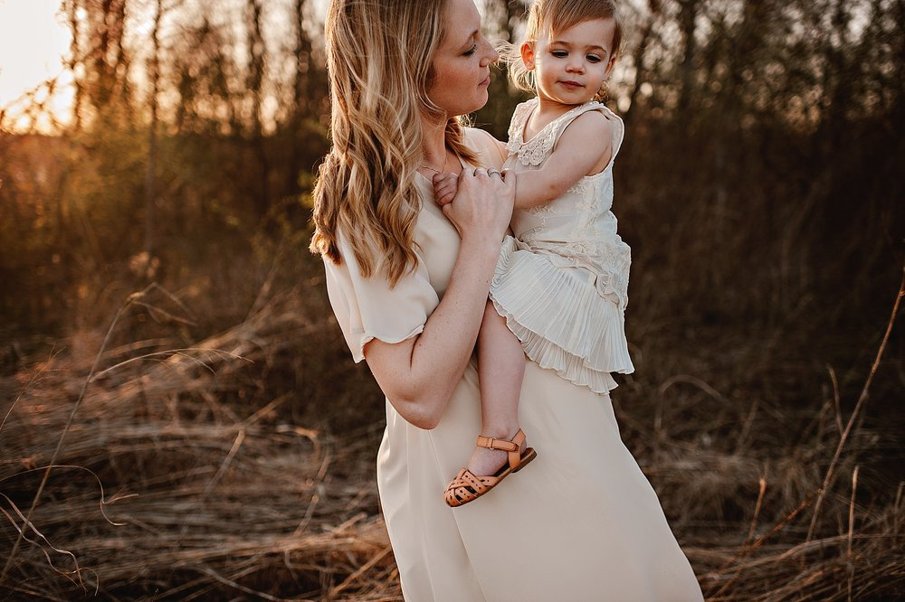 lauren-grayson-photography-portrait-artist-akron-cleveland-ohio-photographer-family-motherhood-fields-sunset-spring-photos_0230.jpg