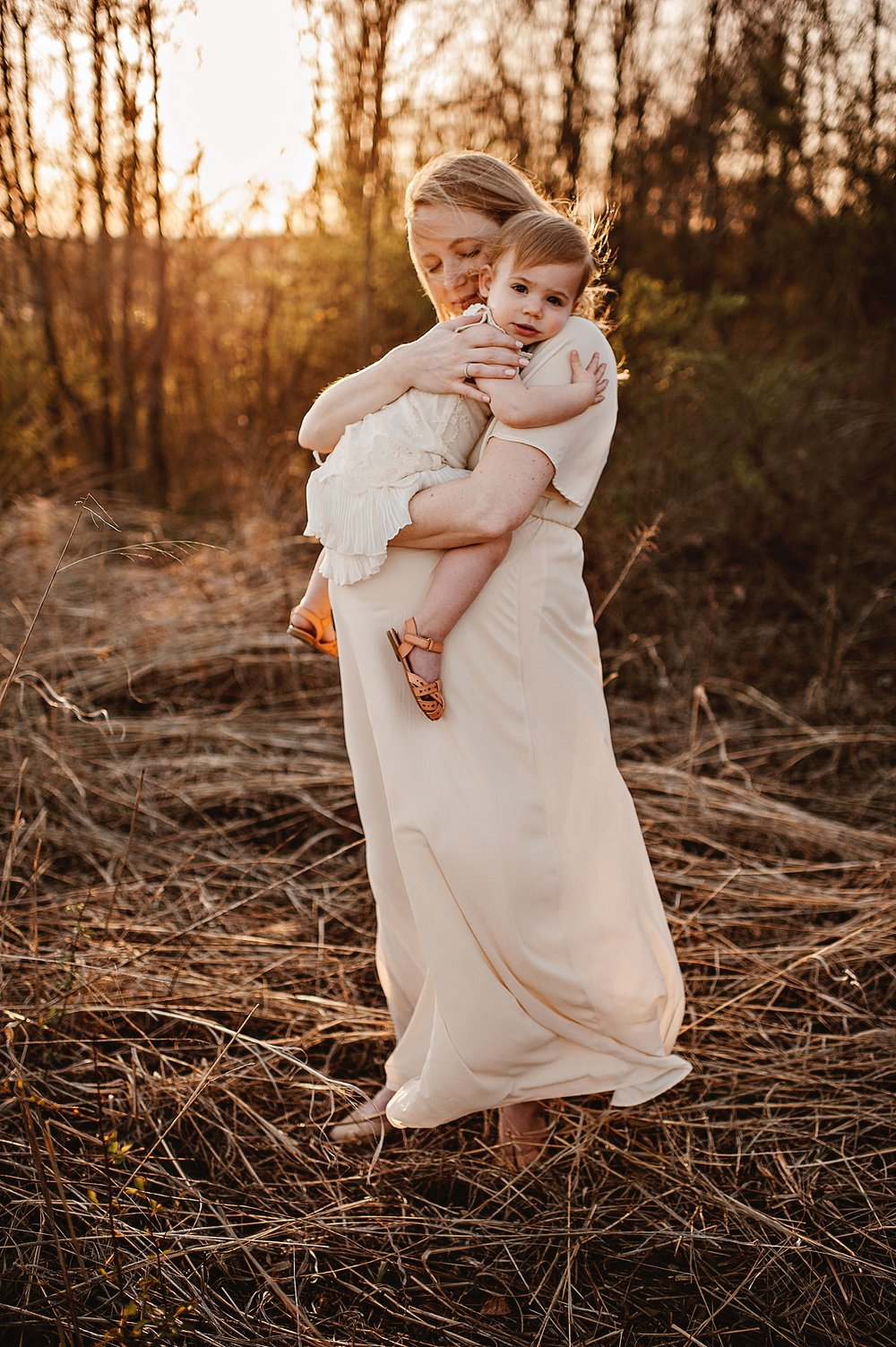 lauren-grayson-photography-portrait-artist-akron-cleveland-ohio-photographer-family-motherhood-fields-sunset-spring-photos_0231.jpg