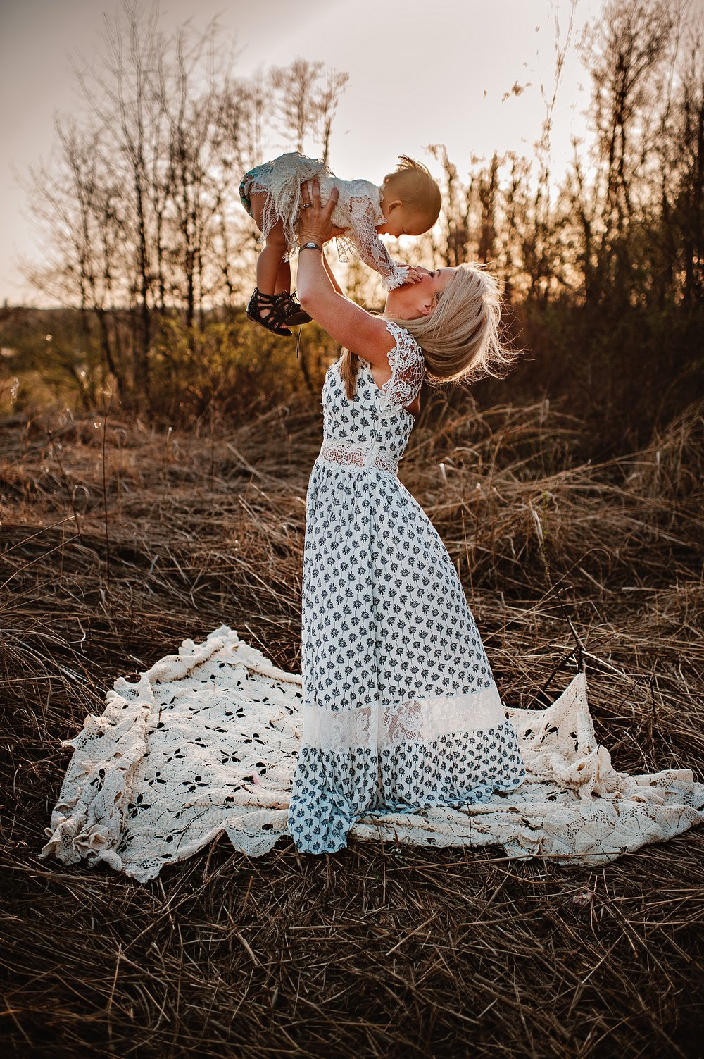 lauren-grayson-photography-portrait-artist-akron-cleveland-ohio-photographer-family-motherhood-fields-sunset-spring-photos-family-child-tallmade-photographer_0271.jpg