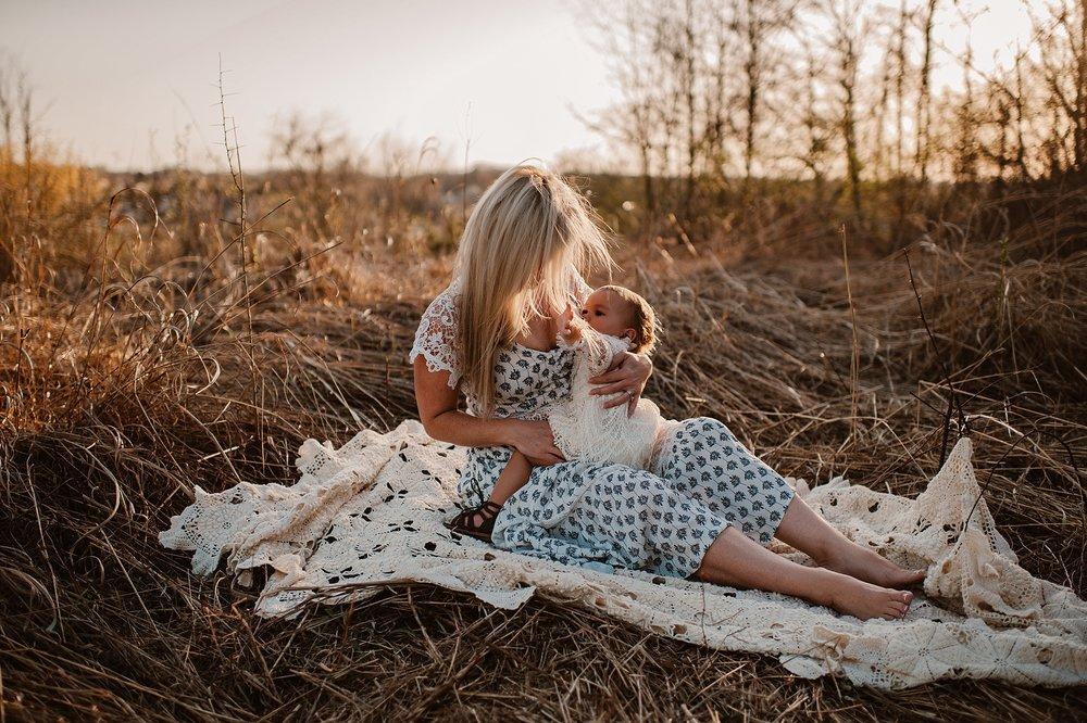 lauren-grayson-photography-portrait-artist-akron-cleveland-ohio-photographer-family-motherhood-fields-sunset-spring-photos-family-child-tallmade-photographer_0265.jpg