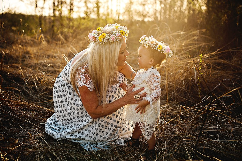 lauren-grayson-photography-portrait-artist-akron-cleveland-ohio-photographer-family-motherhood-fields-sunset-spring-photos-family-child-tallmade-photographer_0261.jpg
