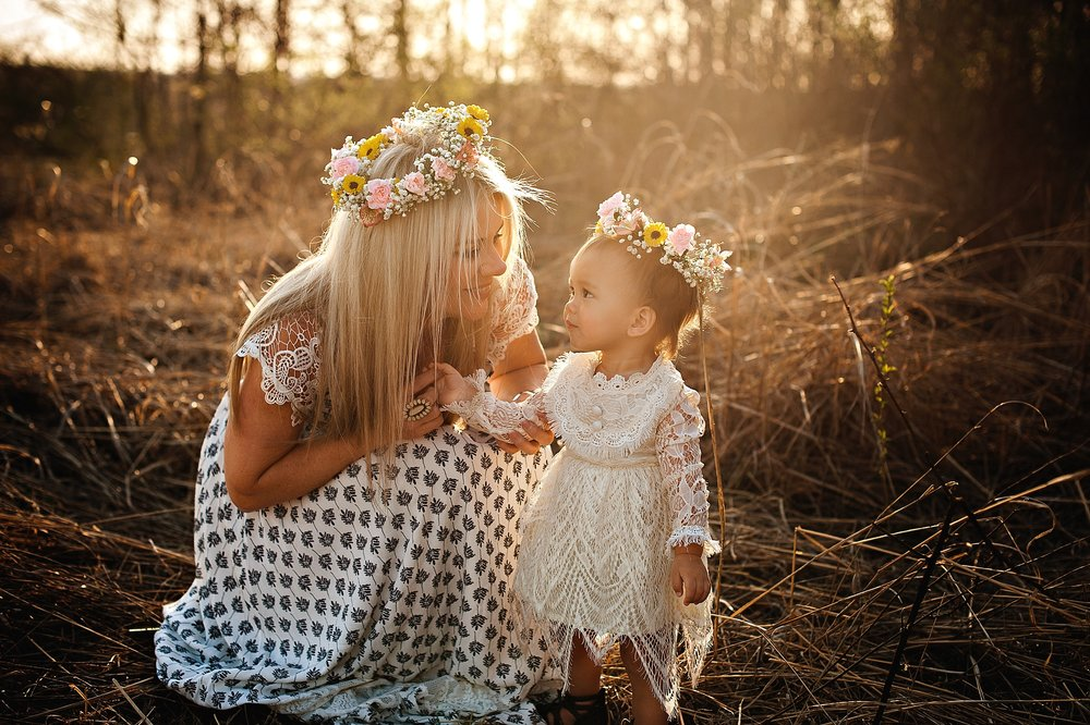 lauren-grayson-photography-portrait-artist-akron-cleveland-ohio-photographer-family-motherhood-fields-sunset-spring-photos-family-child-tallmade-photographer_0258.jpg