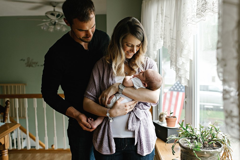 lauren-grayson-photography-cleveland-ohio-photographer-family-newborn-in-home-lifestyle-baby-session-gracelynne_0381.jpg