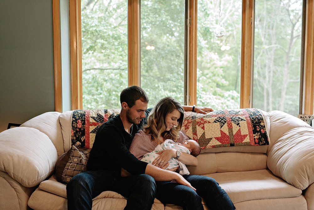 lauren-grayson-photography-cleveland-ohio-photographer-family-newborn-in-home-lifestyle-baby-session-gracelynne_0405.jpg
