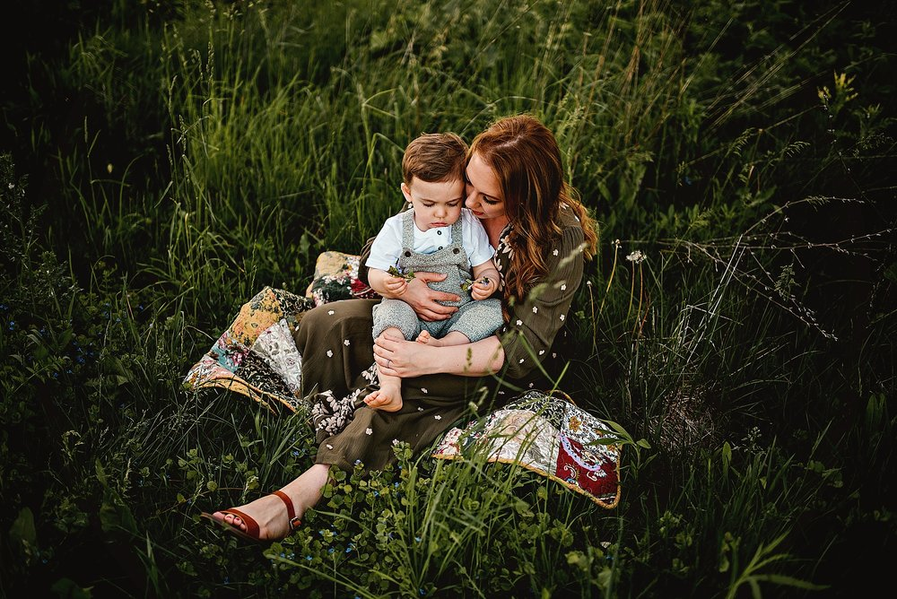 lauren-grayson-photography-cleveland-ohio-photographer-summer-outdoor-fields-family-child-baby-photo-session_0527.jpg