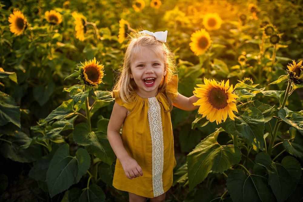 lauren-grayson-photography-cleveland-ohio-photographer-sunflower-fields-sunset-golden-hour-photo-shoot-mommy-and-me-family-child-photographer_0555.jpg